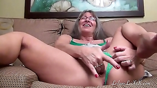 Leilani Lei Masturbates and Squirts (M6)