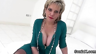 Cheating uk milf lass sonia shows her heavy balloons